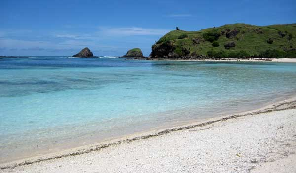 Catching Sea Worm Surfing And Snorkeling On Seger Beach Lombok