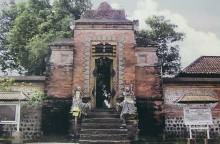 pura-lingsar-temple