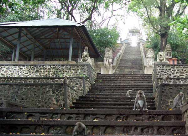 tempel pura gunung
